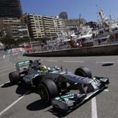 Rosberg keeps Mercedes on top in Monaco