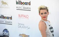 Hicks: Miley Cyrus and Liam Hemsworth back on