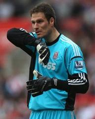 Coy Stoke keeper Asmir Begovic hints at Liverpool move